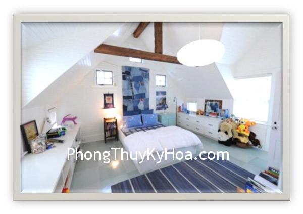 070612 0257 Phongthucho2 Tường nghiêng trong phòng ngủ