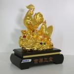 g008a gia dinh ga cat tuong tam bao 1 150x150 Gia đình gà trên tảng đá vàng G008A
