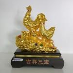 g008a gia dinh ga cat tuong tam bao 150x150 Gia đình gà trên tảng đá vàng G008A