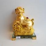 C033A tuong cho vang nho 150x150 Chó vàng trên bao tải vàng đế thủy tinh C033A