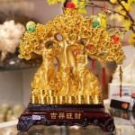 c015a gia dinh cho san 150x150 Gia Đình Chó Săn Bên Cây Tài Lộc Lớn C015A