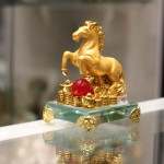 c109a ngua vang 150x150 Ngựa hạt châu đỏ đế thủy tinh C109A