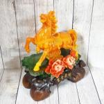 ln124 ngua cam may man 150x150 Nữ hoàng ngựa cam ngọc trên núi ngọc mẫu đơn cam đế gỗ LN124