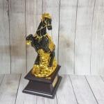 ln125 dai de ngua o 150x150 Đại đế ngựa ô mão vàng trên núi vàng đế gỗ LN125